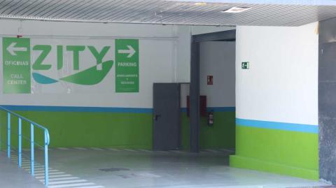 Detalle de la entrada al garaje de Zity