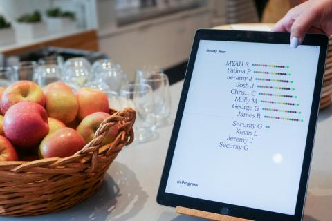 Guests can monitor their order on this tablet. The colored dots represent each stage in the robot's preparation process.