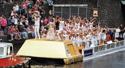 holada oro, desfile