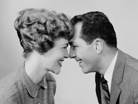Hombre y mujer en blanco y negro
