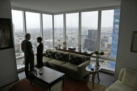 Jerry Dodson and his wife, Pat, inside their home on the 42nd floor of Millennium Tower.