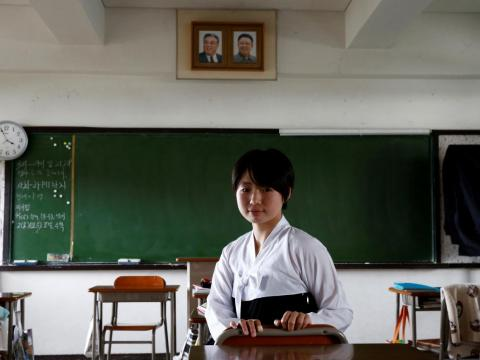Paeng Yu Na, estudiante de secundaria en Kanagawa Korean Middle and High School en su clase en Yokohama, Prefectura de Kanagawa, Japón, 1 de junio de 2018. Está vestida con el uniforme escolar de la vestimenta tradicional coreana.
