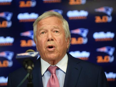 Rechazó una oferta para sacar a los Patriots de su estadio en Nueva Inglaterra y optó por comprar el equipo