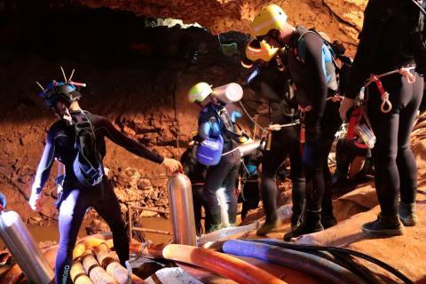 Los rescatadores en la cueva de Tailandia