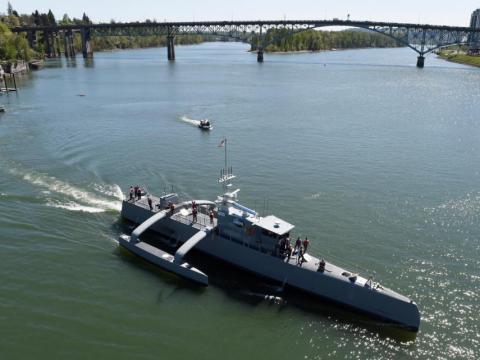 El Sea Hunter es un buque de guerra autónomo, capaz de detectar submarinos enemigos y pasar meses en el mar sin tripulación.