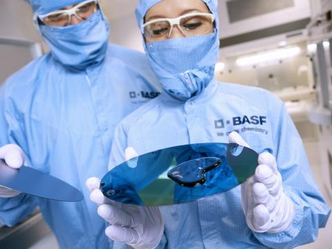 Técnicos do laboratorio de Basf, ciencia, científicos, química