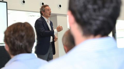 Tomás Villén (CEO de Porsche Ibérica) durante su presentación del Demo Day de Porsche Accelerator by Conector