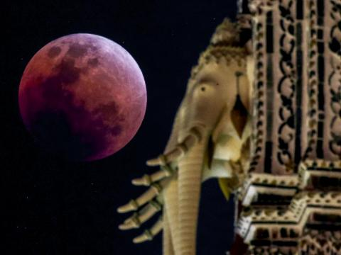 Eclipse total lunar visto desde Tailandia el 31 de enero de 2018 [RE]