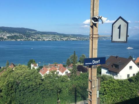 La vista desde el tren de Zurich a Zug.