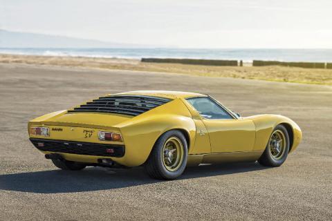 16 coches adelantados a su tiempo Lamborghini Miura