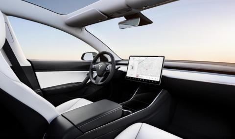 6. The standard Model 3 can only come with a premium black interior. The Model 3 Performance can also be had in a nice-looking premium white option, which you can see below.