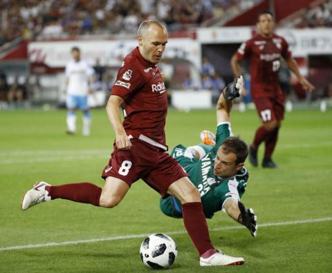 Andrés Iniesta marca su primer gol en Japón