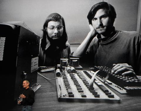 Apple fue cofundada el 1 de abril de 1976 por Steve Jobs y Steve Wozniak en Los Altos, California