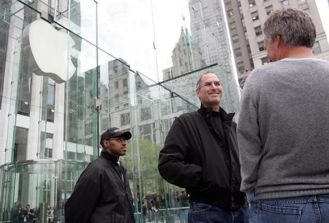 Apple was on the upswing. In 2006, the flagship Apple Store opened in Midtown Manhattan. Its unique glass-cube structure makes it a modern New York City landmark.