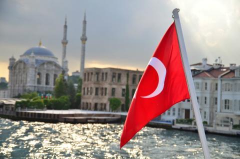 Bandera Ortakoy turquia estambul
