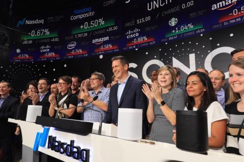 El CEO de Sonos, Patrick Spence, y otros miembros de la empresa en su salida a bolsa en agosto de 2018.