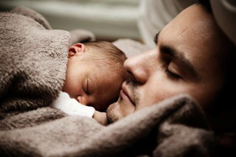 Dormir padre y bebe