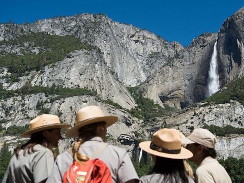 Pero es algo más doméstico cuando se trata de viajes personales, visitando lugares como el Yosemite National Park.