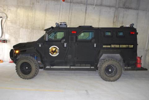 Los propietarios pueden salir fuera, por eso hay camiones blindados estilo SWAR para poder moverse en un radio de 643 kilómetros.