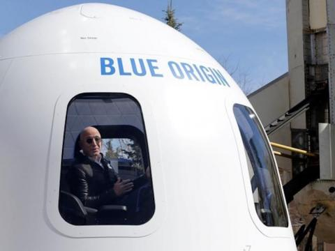 Jeff Bezos en el cohete Blue Origin