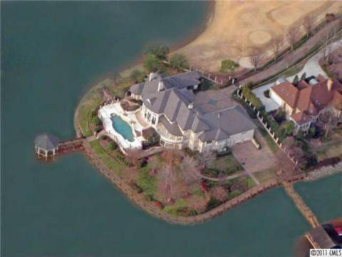 Since Jordan put his Chicago home on the market, he has since purchased a lakefront house in North Carolina that's in a golf-course community.