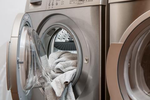La lavadora consume más que un frigorífico, pero por suerte no nos pasamos las 24 horas haciendo la colada