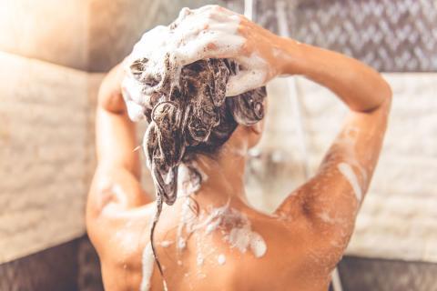 lavar pelo ducha