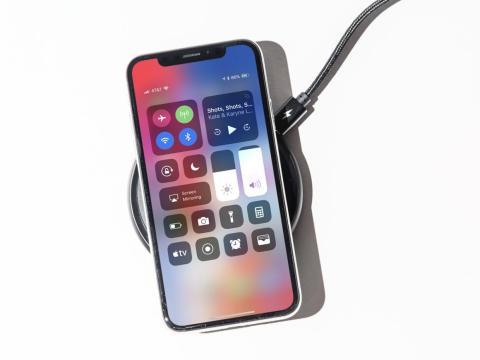 Both smartphones support wireless charging.