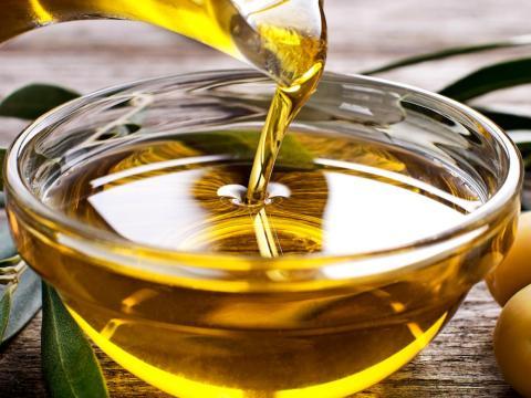Olive oil stops smelling like olives when it's gone bad.