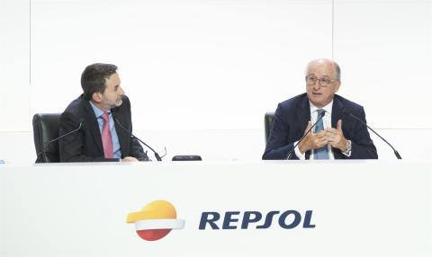 El presidente de Repsol, Antonio Brufau (derecha).
