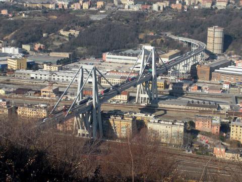 El puente Morandi de Génova antes del colapso.