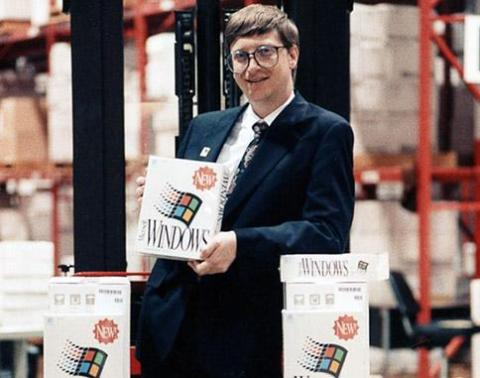 A la vez, Microsoft era la moda. Los Mac ofrecían una excelente pero limitada gama de software para ordenadores caros. Mientras, Microsoft vendía Windows 3.0 para PCs baratos