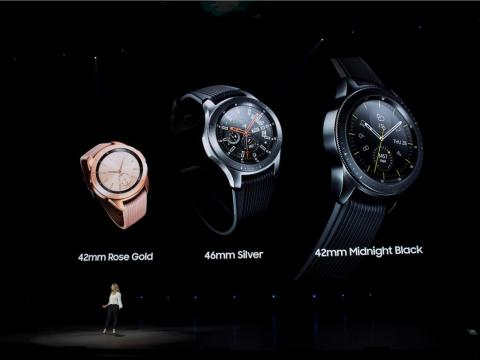 There are a lot of ways in which the watches are similar. Both the Galaxy Watch and the Apple Watch Series 3 come in three colors: black, silver, and rose gold.