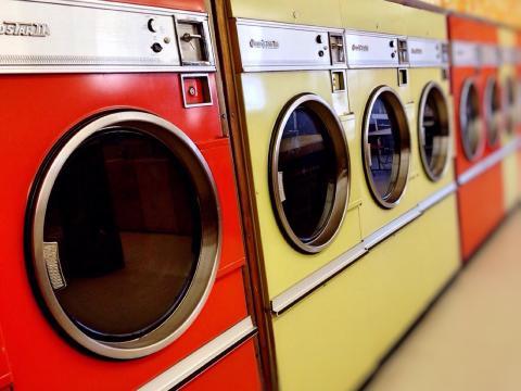 Las secadoras consumen cuatro veces más que las lavadoras