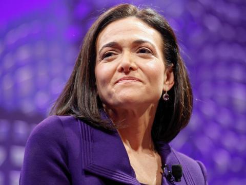 La directora de Operaciones de Facebook, Sheryl Sandberg, comenta que tiene sus mejores ideas en la cinta de correr [RE]