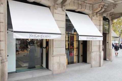 Una tienda de Yves Saint Laurent en Barcelona, España, el 6 de noviembre de 2012.