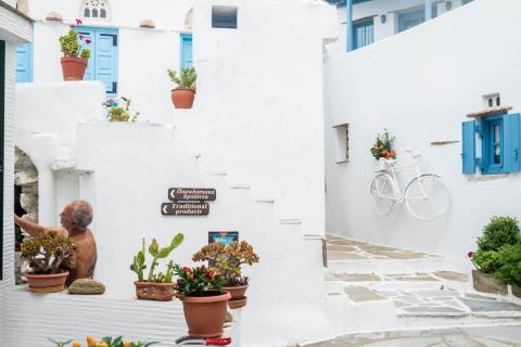 Para aquellos que buscan el sabor de la vida clásica de Cycladic, Tinos puede ser un paraíso. Durante mi viaje, me detuve en Volax, un pueblo de 51 habitantes (¡51!) construido en una formación geológica de rocas redondas gigantescas.