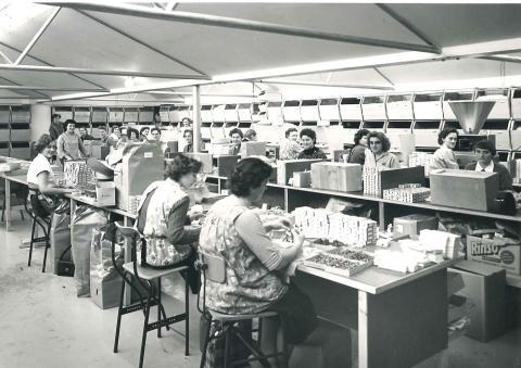Trabajadoras de una de las primeras fábricas de Lego.