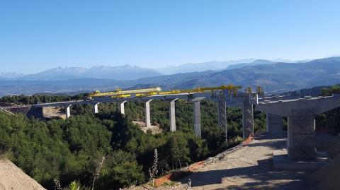 El viaducto del Fontanal, en la autopista A23, España.