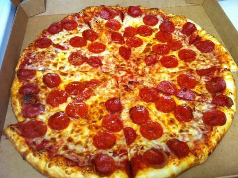 """Mediados de 2013: Según Forbes, Shu llevó una pizza a su antiguo jefe, que pensó que andaba en un lío. Shu le dijo que estaba """"bien"""" y se fue sin dar explicaciones"""