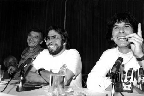 Wozniak (center) with concert promoter Bill Graham (left) and the Grateful Dead's Mickey Hart (right).