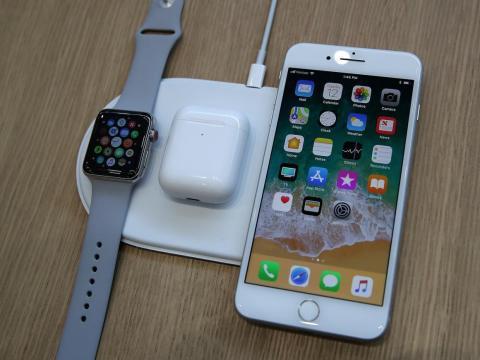 3. El iPhone 8 es resistente al agua y viene con un carcador inalámbrico, como el iPhone XS