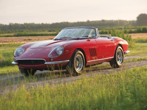 5. Ferrari 275 GTB/4*S N.A.R.T. Spider de Scaglietti de 1967: vendido por 27,5 millones de dólares por Sotheby's en 2013 [RE]