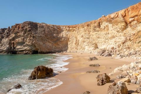Durante una semana, conduje por todo el Algarve, la región del sur popular para veranear en la playa, y Alentejo, una región conocida por sus muchas playas salvajes y escondidas. Como esta.