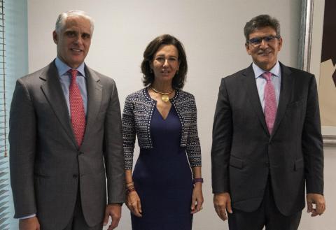 Andrea Orcel, consejero delegado de Santander, Ana Botín presidenta, y José Antonio Álvarez, presidente de la división española y vicepresidente.