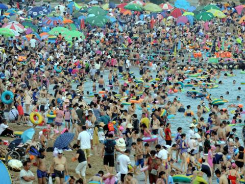 Another image from a Dalian beach in August 2018 looks much the same. While Dalian is probably a wonderful place to visit overall, prepare yourself for the crowds at the beach.