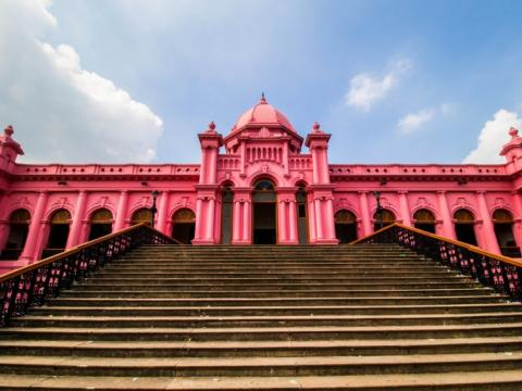 """A menudo apodado """"el palacio rosa"""", Ahsan Manzil fue originalmente el hogar del Nawab de Dhaka, en Bangladesh."""