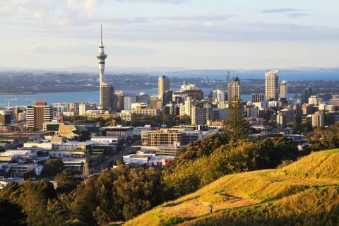 La capital de Nueva Zelanda, Auckland, vista desde las montañas que la rodean