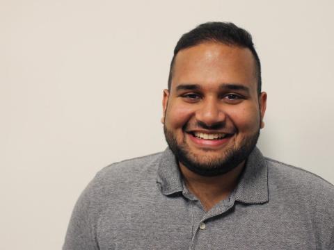 Este es Danial Hussain. Estudia en la Universidad de Virginia y trabaja como ingeniero de software en prácticas en Facebook en Menlo Park, California.