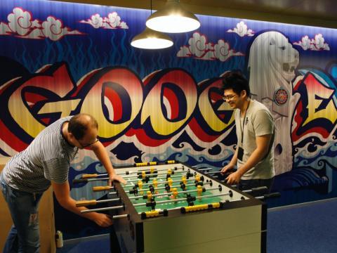 Futbolín en las oficinas de Google [RE]
